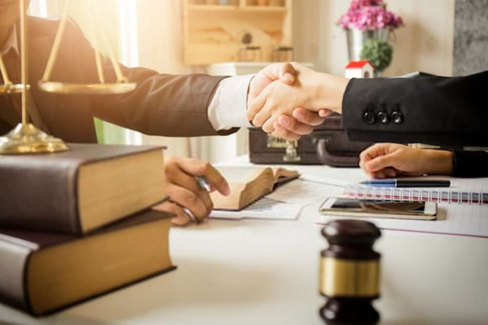 single-Looking for Criminal Lawyers , choose us
